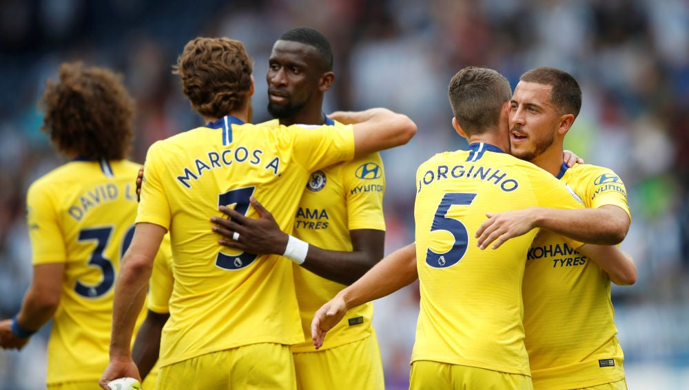 Jugadores del Chelsea celebran un gol