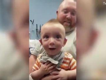 La reacción del pequeño Alex al escuchar a su madre