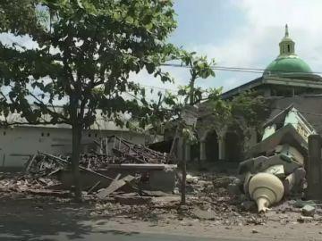 Ascienden a 387 los muertos por el terremoto de Indonesia
