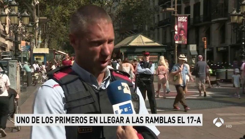 Un mosso que vivió el atentado de Barcelona sigue impactado por el silencio en que se sumieron las Ramblas