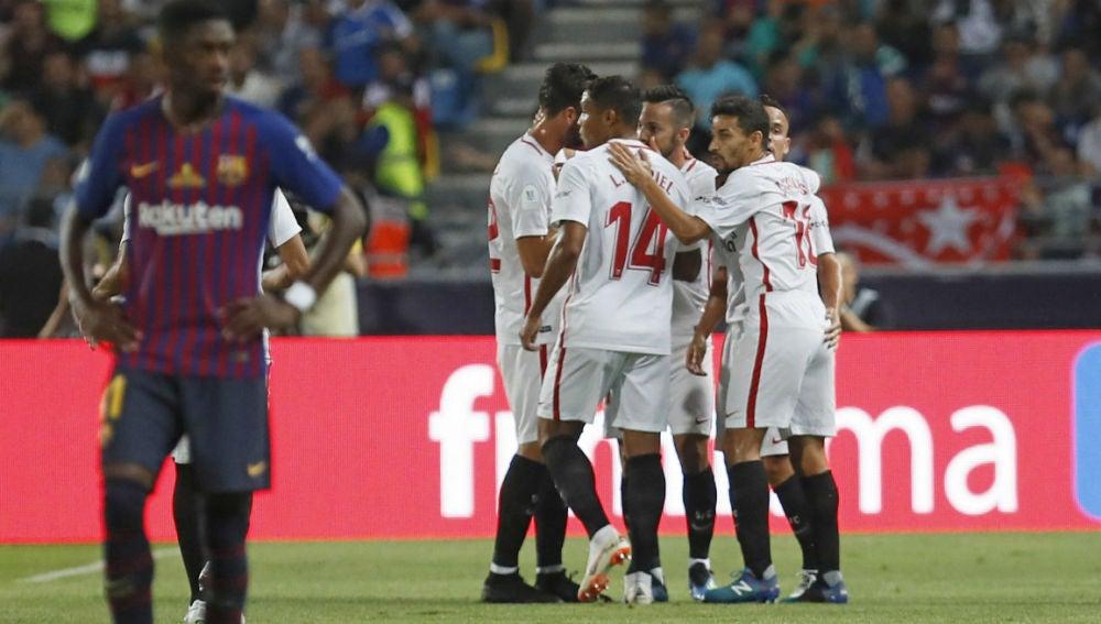 El Sevilla celebra un gol ante el Barcelona