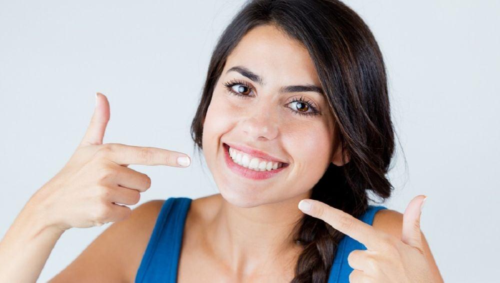 Trucos caseros para blanquear tus dientes sin pasar por el láser