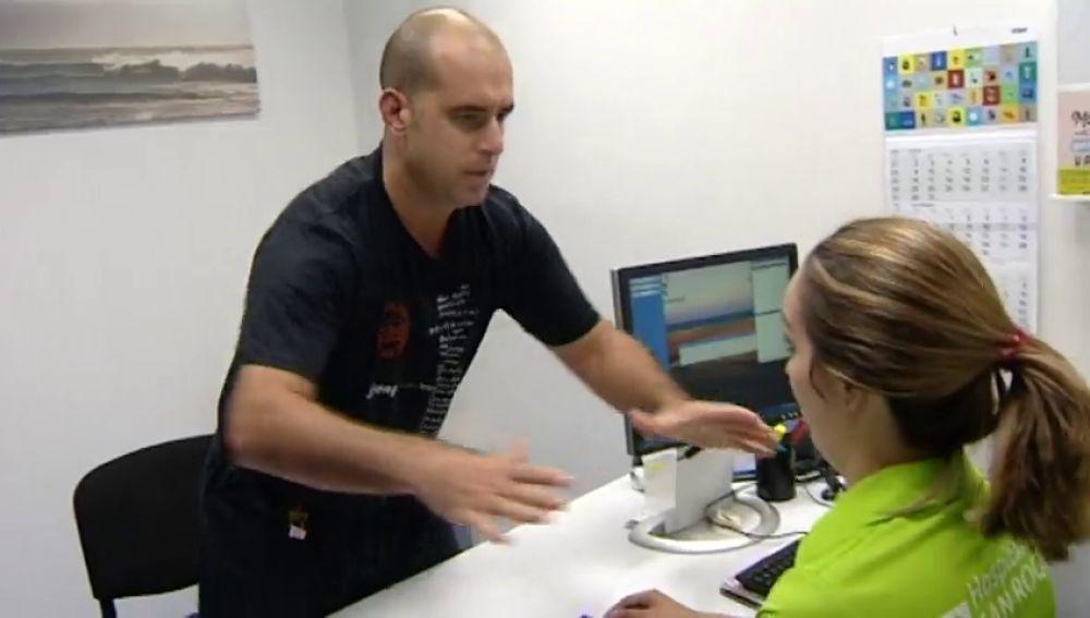El personal de un hospital canario recibe técnicas de defensa personal