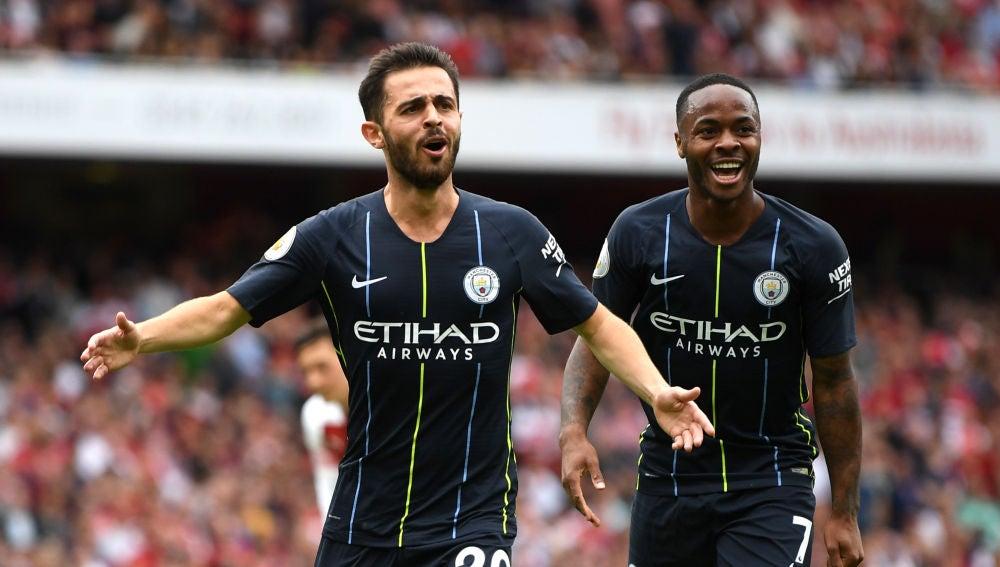 Bernardo Silva y Sterling celebran un gol del City