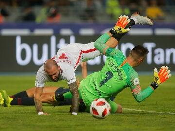 Jugada entre Ter Stegen y Aleix Vidal