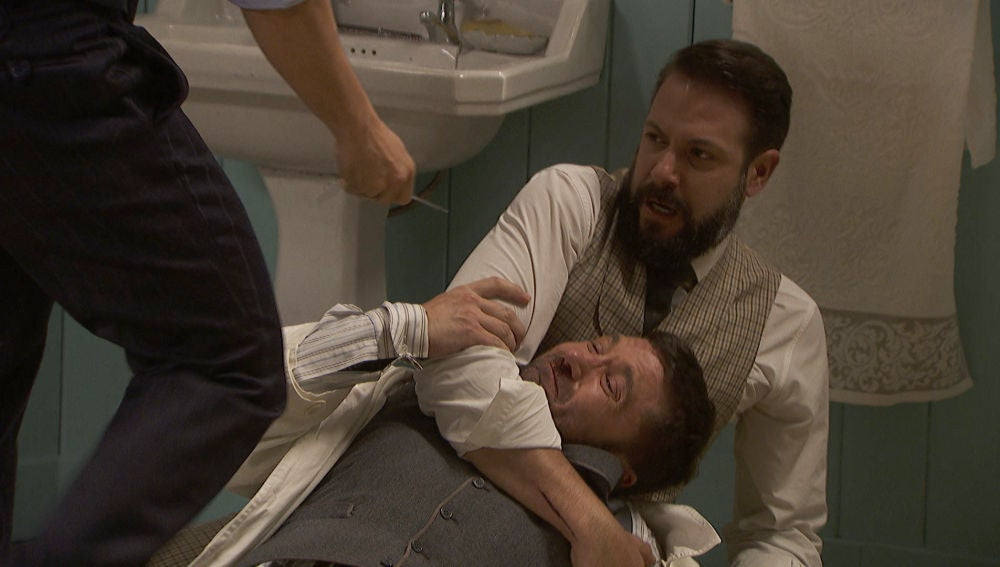 Carmelo y Severo salvan la vida de Adela evitando un segundo ataque