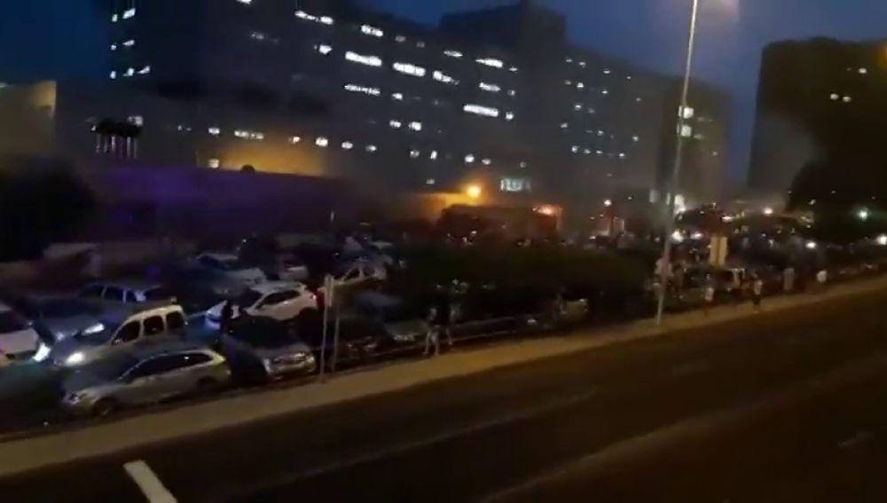 Un incendio en el Hospital de la Candelaria obliga a desalojar a varios pacientes