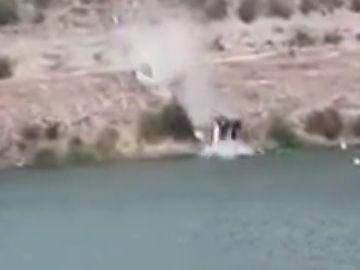 """Un testigo de la caída del coche al pantano de Alarcón: """"el hombre salió corriendo"""""""