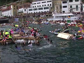 La bahía de San Sebastián es tomada por los piratas un años más en su tradicional 'Abordaje'