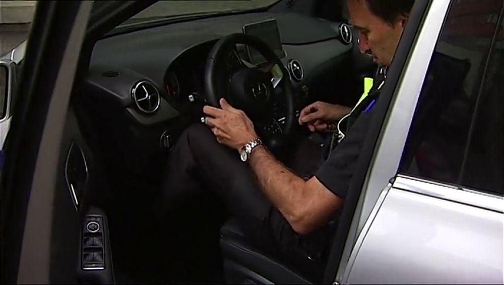 """Policías de Bilbao denuncian estar """"encajonados"""" en sus nuevos vehículos"""