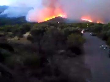 Incendio en isla griega de Eubea obliga a evacuar dos pueblos