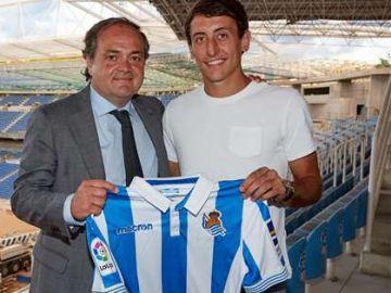 Mikel Oyarzabal renueva con la Real Sociedad