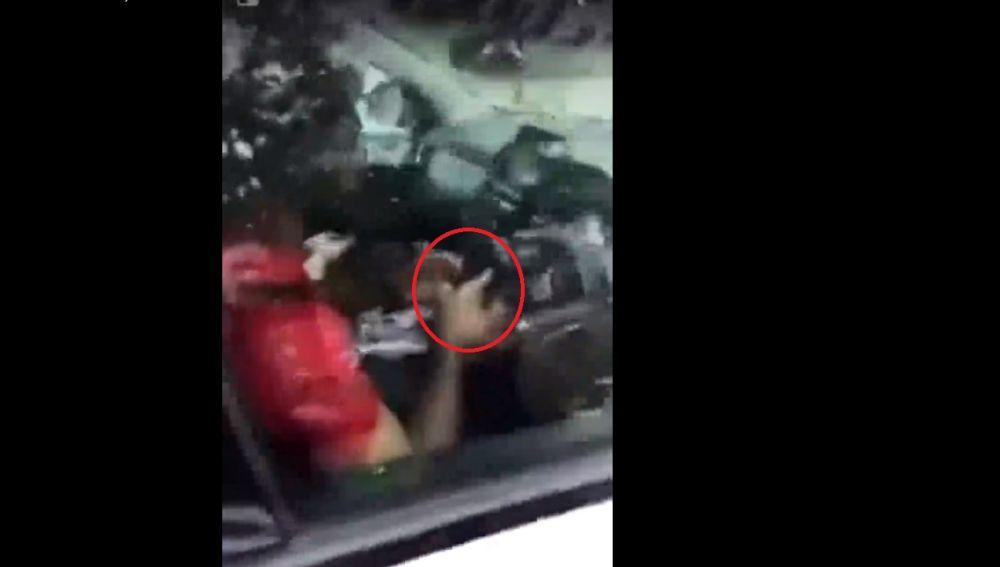 Liverpool denuncia a Salah por usar el teléfono mientras conducía