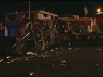 Al menos 24 muertos y 19 heridos en un accidente de autobús en una carretera de Ecuador