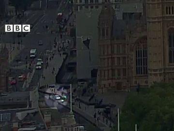 Dos heridos en Londres tras empotrarse un vehículo contra las barreras del Parlamento británico