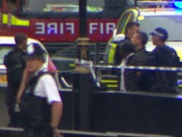 Varios heridos en Londres tras empotrarse un vehículo contra las barreras del Parlamento británico