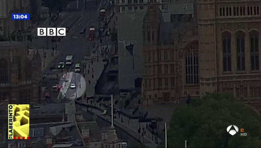 Las imágenes en vídeo del momento en el que el vehículo se empotra contra el Parlamento británico