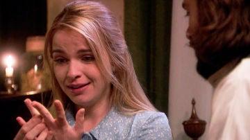 Antolina acepta encantada a la propuesta de matrimonio de Isaac