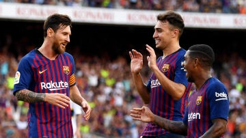 Los jugadores del Barça celebran el gol de Messi