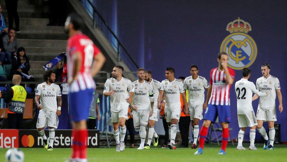 Los jugadores del Real Madrid celebran uno de los goles contra el Atlético de Madrid