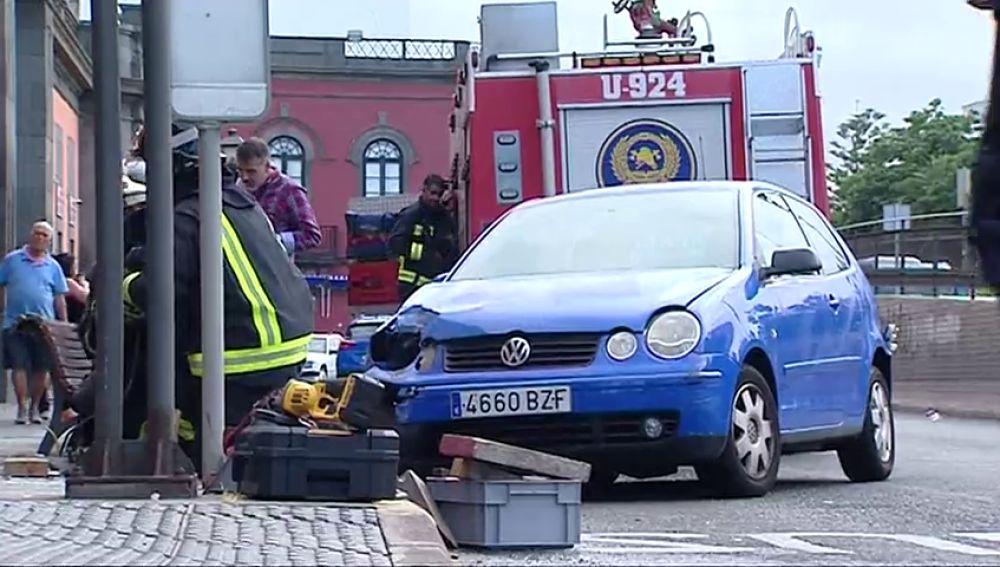 Atropellan a dos mujeres en Las Palmas y el conductor se da a la fuga