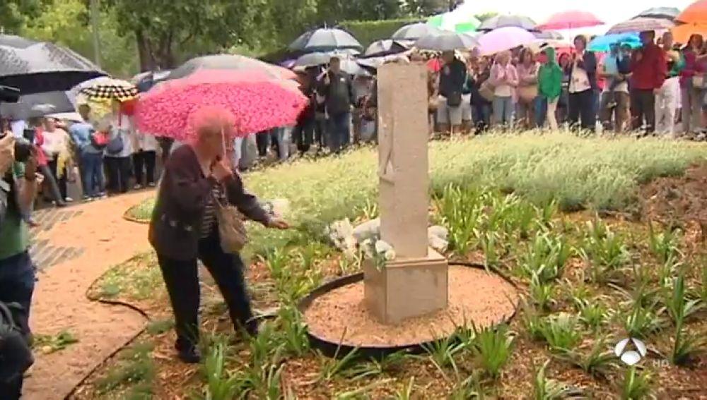 Dedican un monolito a Pau Pérez, una de las víctimas del 17A