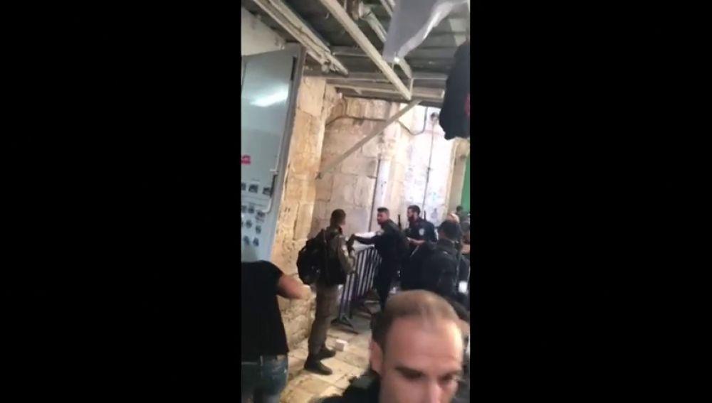 La Policía de Israel abate a tiros a un hombre que intentó apuñalar a uno de ellos
