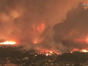 REMOLINO DE FUEGO EN LOS INCENDIOS DE CALIFORNIA
