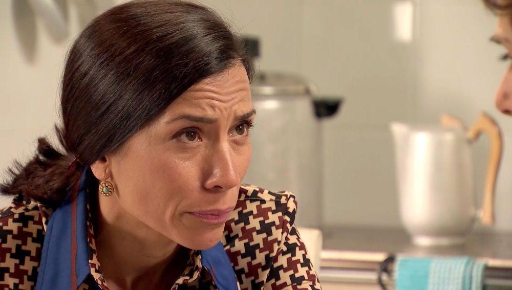 Manuela aconseja a Benigna que le confiese su secreto a Benito
