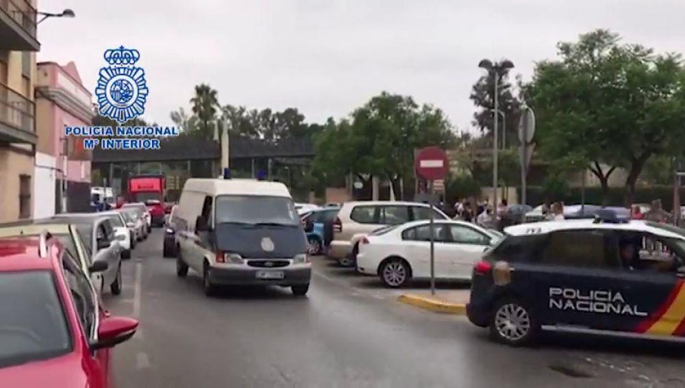 La Policía Nacional detiene en Sevilla a diez personas por la detención ilegal, extorsión, amenazas de muerte y lesiones a un hombre