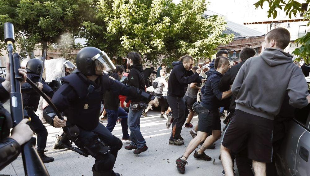 Efectivos de la Policía Foral disuelven una concentración