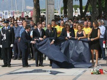 Mosaico conmemorativo durante el acto homenaje a las víctimas