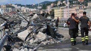 Operarios continúan con la retirada de escombros