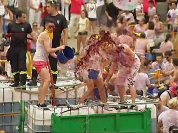 'Toro en su tinta', una 'batalla' con 10.000 litros de vino