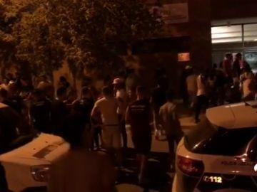Medio centenar de personas se dan patadas y puñetazos en una discoteca móvil