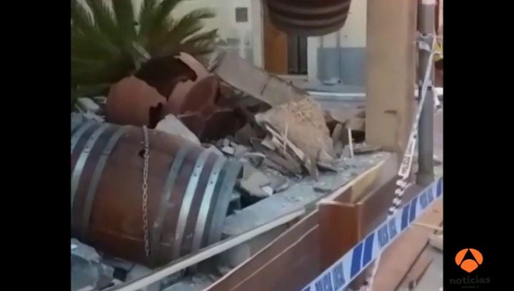 Se desploma la terraza de un primer piso sobre un bar en la localidad mallorquina de Binissalem