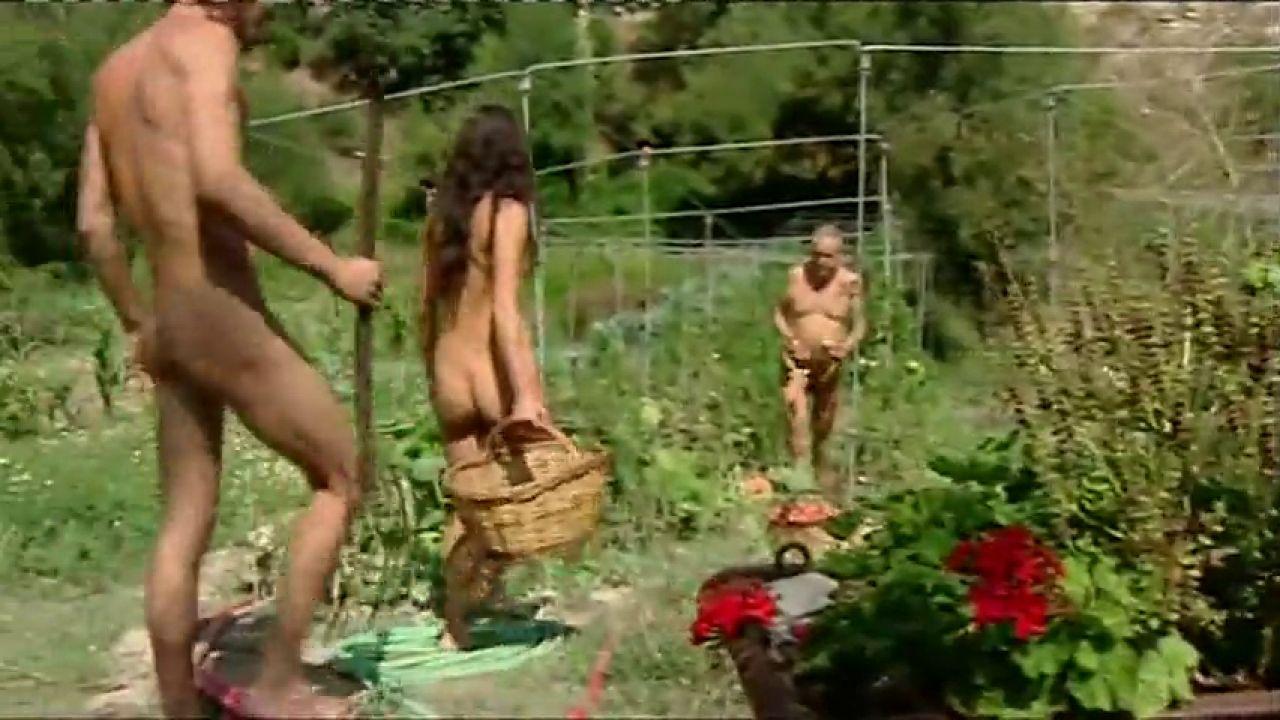 Así es vivir en el primer pueblo naturista de España, El Fonoll, que cumple 23 años