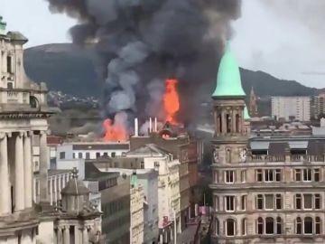 Declarado un incendio en un edificio del centro de Belfast