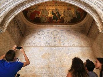 pinturas sobre cuero de las bóvedas de la Sala de los Reyes de la Alhambra de Granada