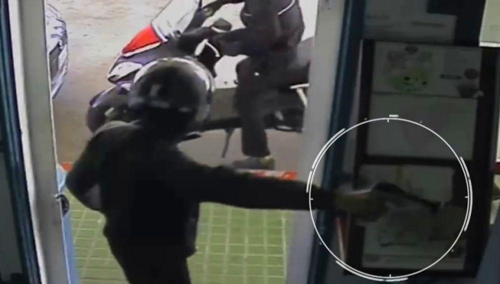 Roban a punta de pistola en una gasolinera de Gelves