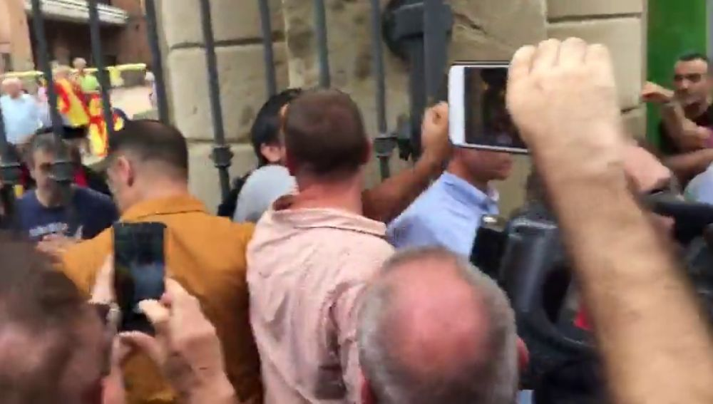 Tensión entre concentrados en la Ciutadella de Barcelona y periodistas