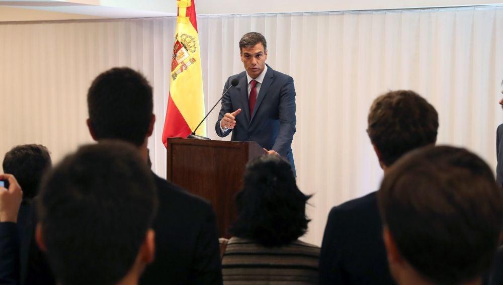 El presidente del Gobierno, Pedro Sánchez, interviene en la reunión que mantuvo en Santa Cruz de la Sierra con representantes de la colectividad española en Bolivia.