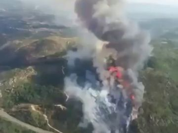 Un incendio arrasa más de 20 hectáreas en Monterrei, Ourense