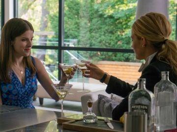 Anna Kendrick y Blake Lively en 'Un pequeño favor'