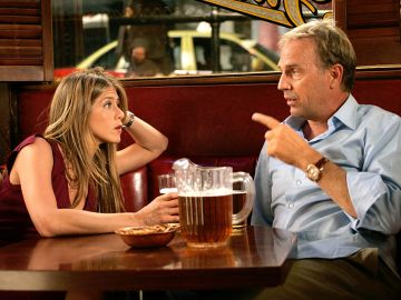 Jennifer Aniston y Kevin Costner en 'Dicen por ahí...'