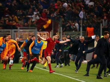 Manolas celebra su gol contra el Barcelona