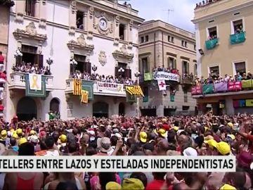 La Diada castellera en Vilafranca del Panadés, una de las fiestas más populares de Cataluña, entre lazos y esteladas independentista