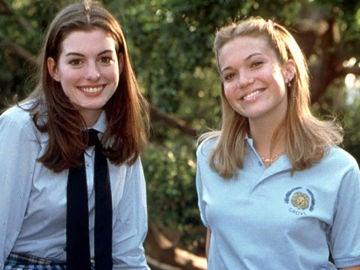 Anne Hathaway y Mandy Moore en 'Princesa por sorpresa'