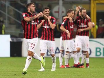 Jugadores del Milan celebrando un gol