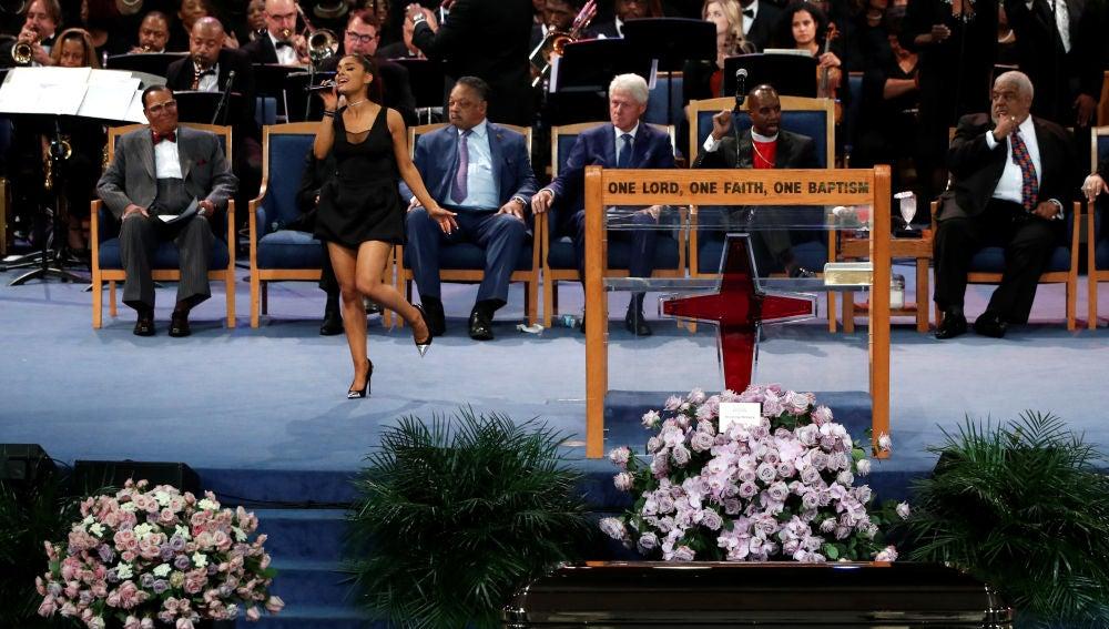 Ariana Grande, durante el funeral de Aretha Franklin